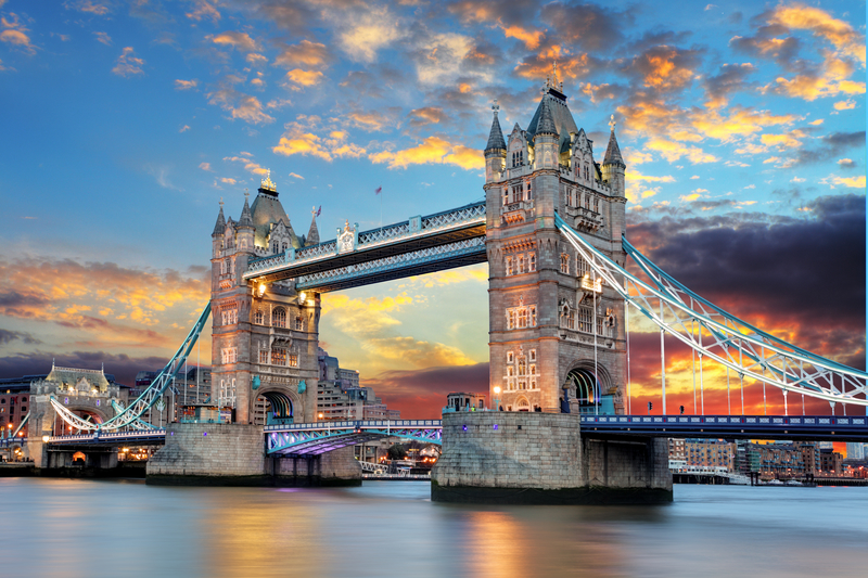 Planning a Trip Across the Pond? Here's a Fashion Cheat Sheet for Adventuring Abroad